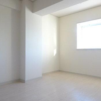 洋室もなかなかの広さ