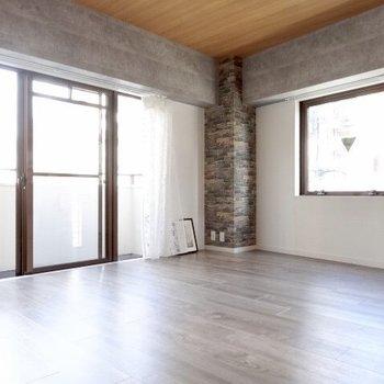 こっちも広い〜!アイアン調の家具を置きたい。