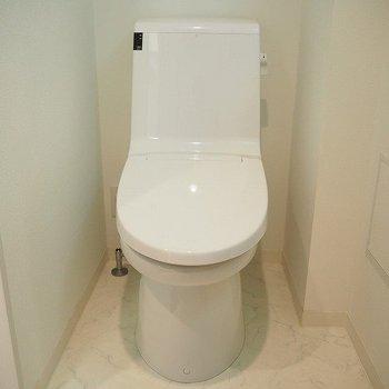 トイレ!※写真は9階の同間取り別部屋のものです。