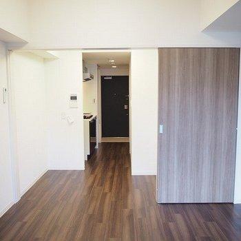 6帖の居室。※写真は9階の同間取り別部屋のものです。