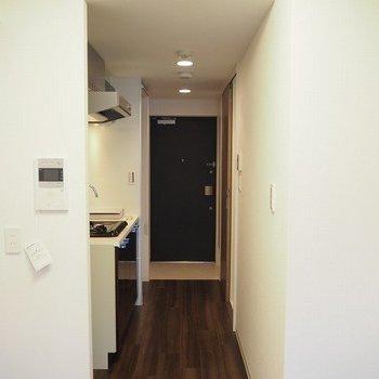 廊下です。※写真は9階の同間取り別部屋のものです。