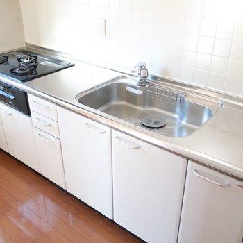 キッチンは独立スペースに。ガスも3口でお料理も楽しく作ろ♡