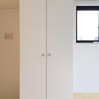こちらは収納、※写真は3階の似た間取りのお部屋(別棟)ですと思いきや