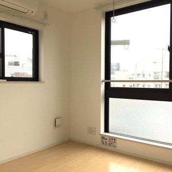 2面採光です※写真は3階の似た間取りのお部屋(別棟)です