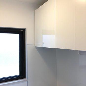 キッチン上の収納も◎※写真は3階の似た間取りのお部屋(別棟)です