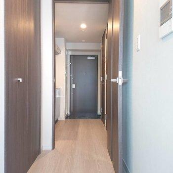 幅広い廊下です※写真は5階の同間取り別部屋のものです
