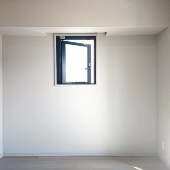 窓付きキャンバス、どのように使いますか?※写真は5階の同間取り別部屋のものです