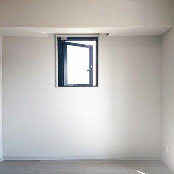 窓付きのキャンバス!
