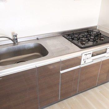 キッチンはファミリー仕様のゆったりさ!(※写真は清掃前のものです)
