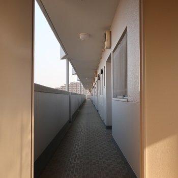 共用廊下はこんなにロング!