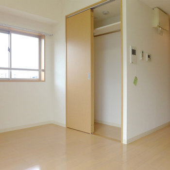 収納スペースも十分にあります!※写真は12階の反転間取り角部屋のものです