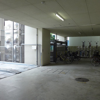 整備された駐輪場。自転車があれば、お買い物もスイスイ〜っと♪