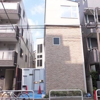 3階建ての建物です。