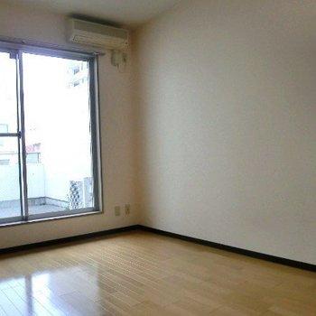 大きな窓!※写真は3階の同間取り別部屋のものです