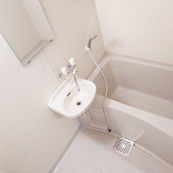 浴槽も浸かれる大きさですね!※写真は8階同間取り別部屋のものです