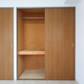 【8.0畳の洋室】収納は広々と使いやすそう!※写真は8階同間取り別部屋のものです