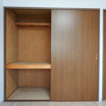 【6.6畳の洋室】こちらの収納もリビングと同じタイプです。※写真は8階同間取り別部屋のものです