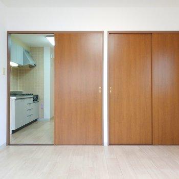 木材の色合いも合ってますね。※写真は8階同間取り別部屋のものです