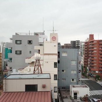 バルコニーからの眺望は、空も見えてまぁまぁ良いんじゃない?※写真は8階別部屋の眺めです