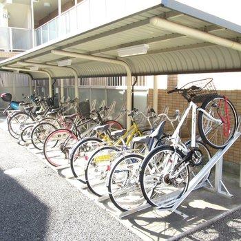 建物裏に、自転車置場があります。
