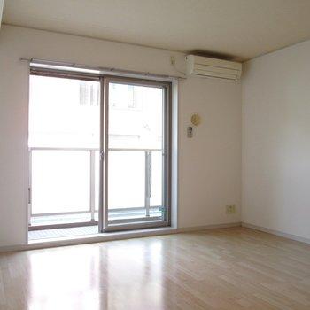 白を基調としたお部屋になってます◯※写真は通電前のものです※写真は1階の同間取り別部屋のものです