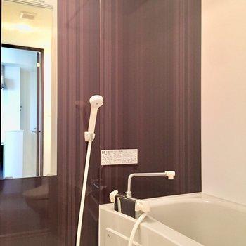 お風呂は清潔感◎。壁がよい。