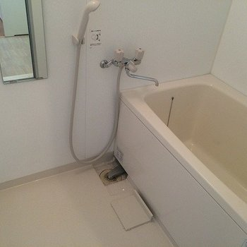 浴室乾燥ついています!一人暮らしには十分のサイズ※写真は別部屋のものです。