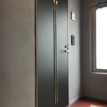 ドアもシックな雰囲気