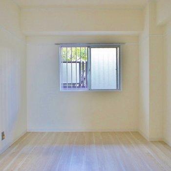 見た目以上に使いやすそうな寝室