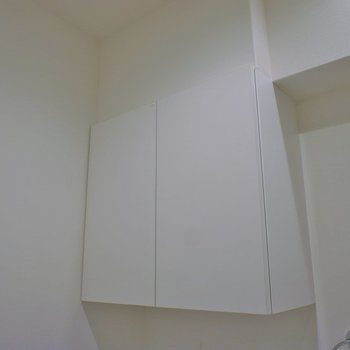 洗濯機置き場の上はちょっとした棚が