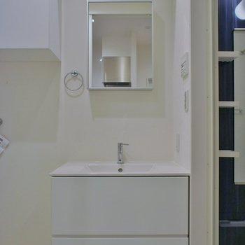 真っ白な洗面台