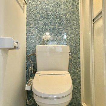 トイレも同じくかわいい壁。圧迫感もそれほどなかったです