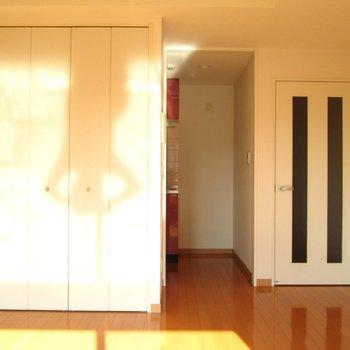 白を基調としたお部屋なので綺麗です。※写真は前回募集時、通電前のものです