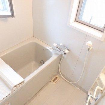 お風呂なのに、2面採光!※写真は8階の同間取り別部屋のものです