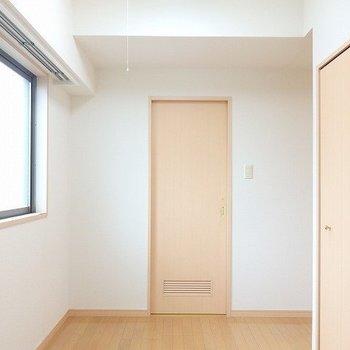 サービスルームは案外広く感じます。※写真は8階の同間取り別部屋のものです