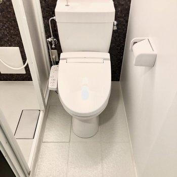 トイレは嬉しいウォッシュレット付き!