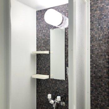 シャワールームですよ〜。※写真は1階の同間取り別部屋、前回募集時のものです
