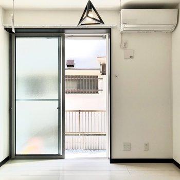 シンプルで明るいお部屋!※写真は1階の同間取り別部屋、前回募集時のものです