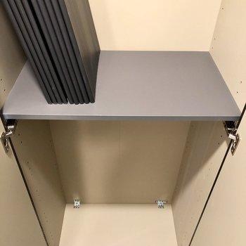 靴箱は高さ調節可能ですよ。※写真は1階の同間取り別部屋、前回募集時のものです