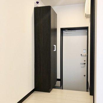 玄関は1段下がっています。※写真は1階の同間取り別部屋、前回募集時のものです