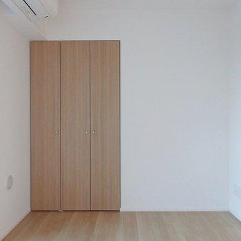 洋室②:エアコンは各部屋についてきます♪※写真は同間取り別部屋のものです。