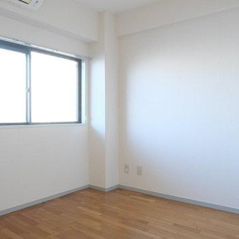 こちらは西日が入りますね※写真は4階の同間取り別部屋のものです
