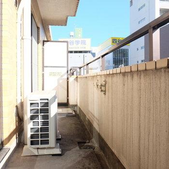 洗濯物たくさん干せそう※写真は4階の同間取り別部屋のものです