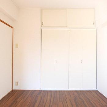 床の仕上げも2部屋違いますよ!※写真は4階の同間取り別部屋のものです