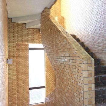 この階段、普通だけどかっこいい階段でした!