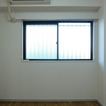 すこし採光少ないので、間接照明置きましょう※写真は4階の同間取り別部屋のものです