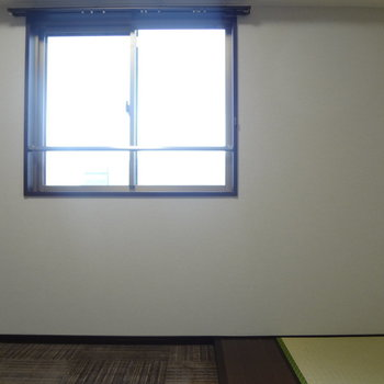 小窓もちょこんとね。(※写真は13階の反転間取り別部屋のものです)