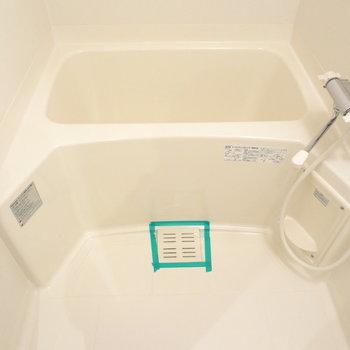 お風呂は普通かな。(※写真は13階の反転間取り別部屋のものです)