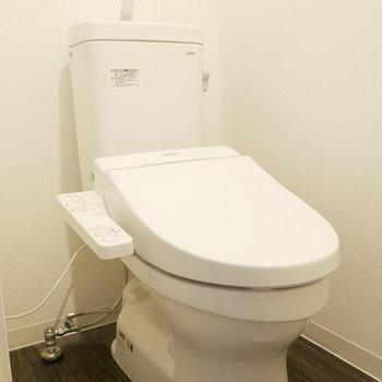 ウォシュレット付きトイレ※写真は別部屋のものです。