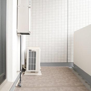 ベランダの床にもこだわってますね※写真は別部屋のものです。